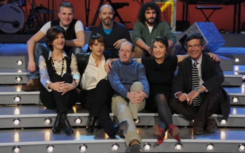 Serena Dandini insieme al cast di the show must go off