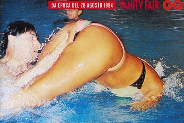 Umberto Bossy e Rosy Mauro in piscina su Epoca