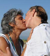 Paola Concia bacia la compagna