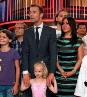 Foto di piccoli contro grandi nuovo show Canale 5