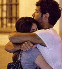 Foto di rudolf mernone e ilenia pastorelli abbracciati