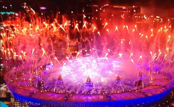 Foto fuochi d' artificio alla Cerimonia di chiusura Olimpiadi Londra 2012