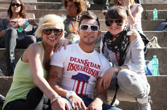 Foto di Marco Carta con Emma e Alessandra Amoroso insieme