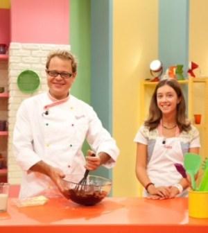 Il masterchef spyros fa il suo debutto come presentatore for Cucinare x bambini