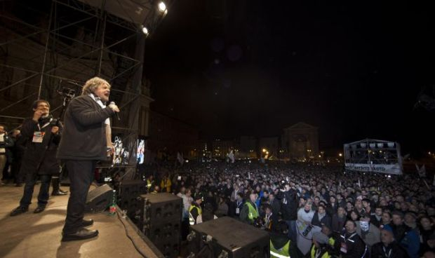 Beppe Grillo tra la folla a San Giovanni