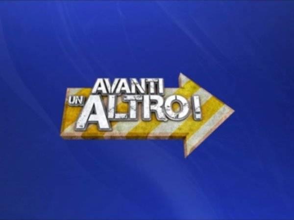 foto avanti un altro logo