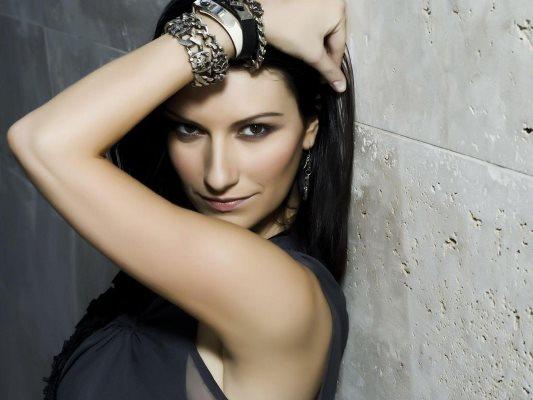 foto della cantante laura pausini