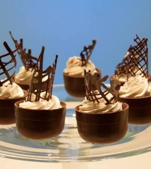 foto tazzine di cioccolato e panna