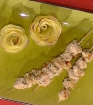 foto rose di patate e spiedini di pollo