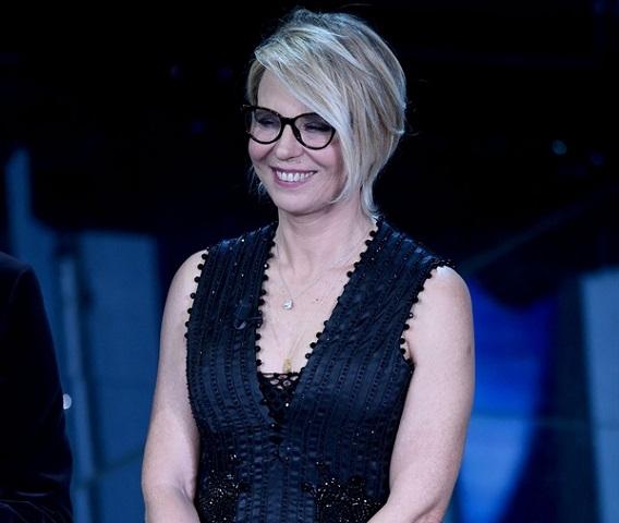 di sul rischia De di Sanremo Festival cadere Maria palco Filippi dqAWCdw8