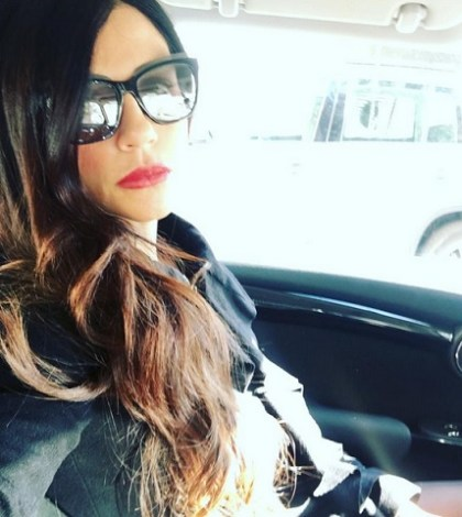 foto Raffaella Mennoia in macchina