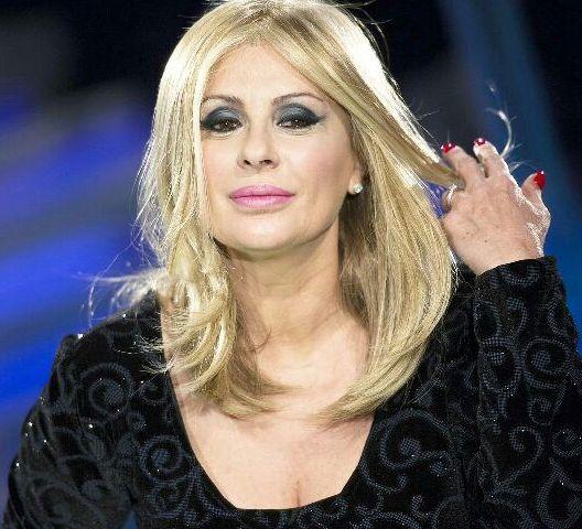 Uomini e Donne, Raffaella Mennoia furiosa per le critiche sul caso Sona: