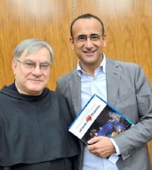Foto Carlo Conti e prete