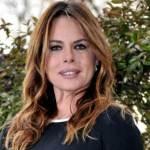 Paola Perego in ospedale: la conduttrice ha avuto un incidente (FOTO)