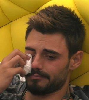 foto francesco monte piange grande fratello vip cecilia rodriguez bullismo