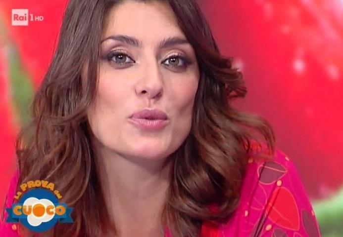 Elisa Isoardi imita Salvini durante La Prova del Cuoco