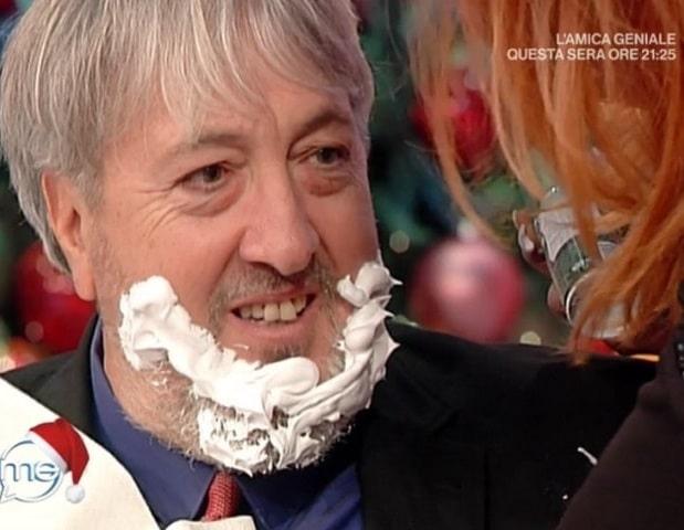 Patrizia Rossetti fa la barba in diretta a Vieni da Me!