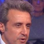Flavio Insinna, sfida con Gerry Scotti: Striscia segnala una gaffe