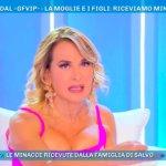 """Barbara D'Urso perde le staffe a Domenica Live: """"Brutti cretini!"""""""