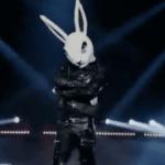 """Chi è il Coniglio? Il cantante mascherato: """"Per conoscermi dovete…"""""""