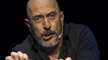 Roberto Ciufoli infrange il regolamento: punito il gruppo degli Arrivisti