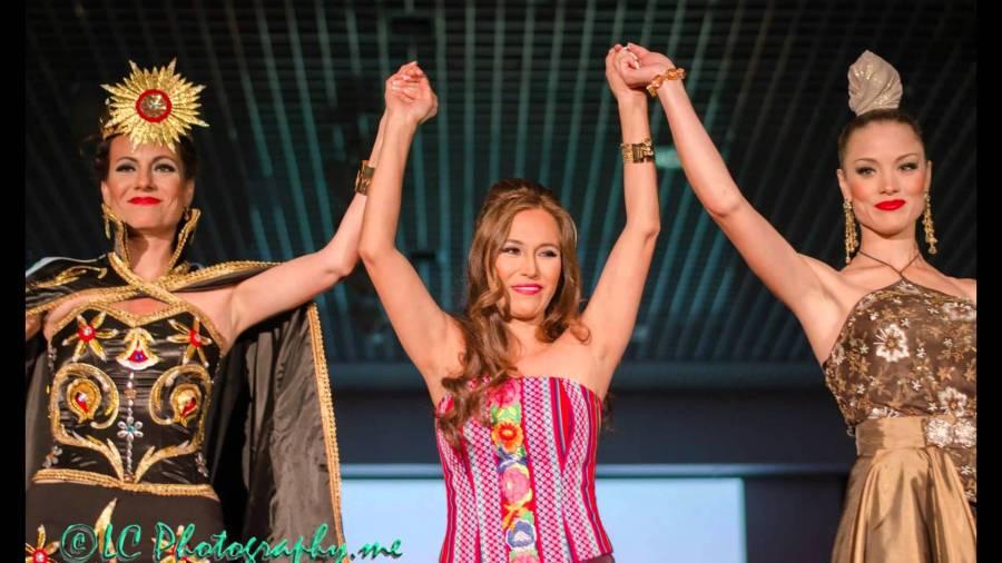 Maritza Guevara Sanchez con modelos