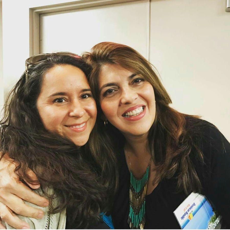 Las periodista Taty Pradilla y Adriana Carrera.