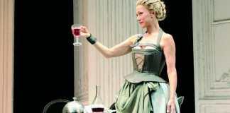 Nancy Brilli al Teatro Manzoni di Milano con La locandiera di Goldoni