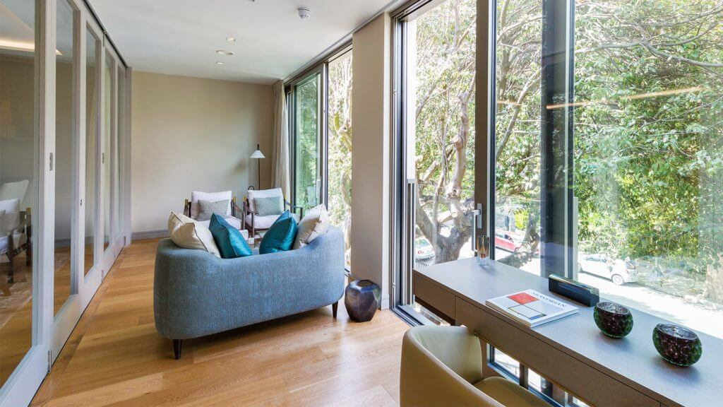 Berkely Sunroom (outsideinside)
