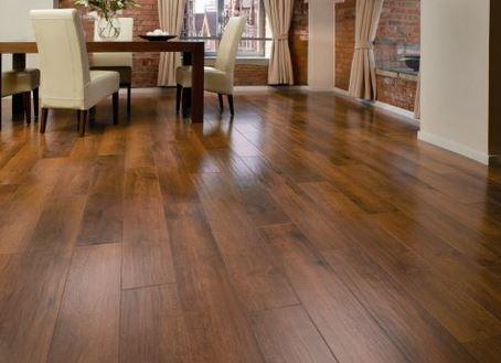 lantai kayu laminated pada lantai rumah