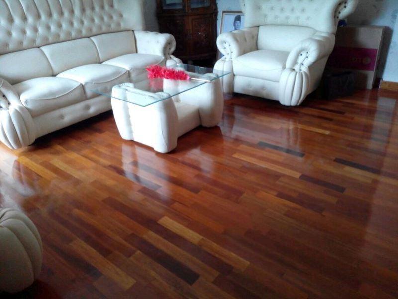 lantai kayu merbau pada ruang tamu