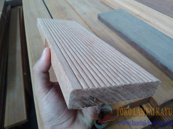 lantai kayu decking keruing