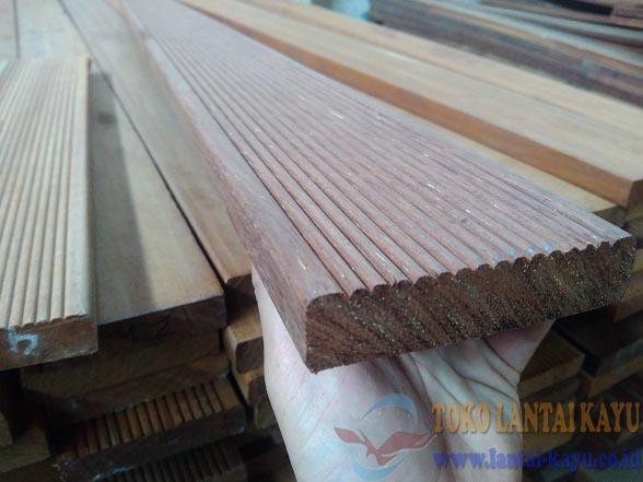 lantai kayu decking merbau