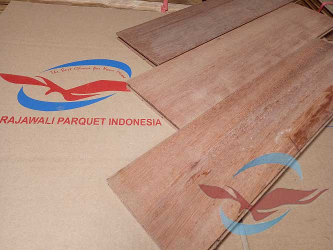 Lantai Parquet kayu Keruing