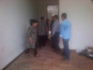 Pemasang lantai kayu di kediaman Edhie Baskoro Yudhoyono