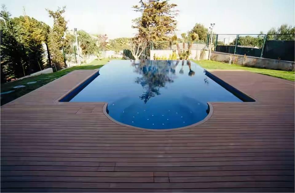kolam renang pakai lantai kayu