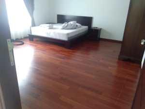 pemasangan lantai kayu Merbau Rumah 6