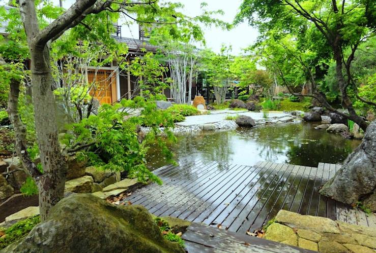 decking kayu kolam