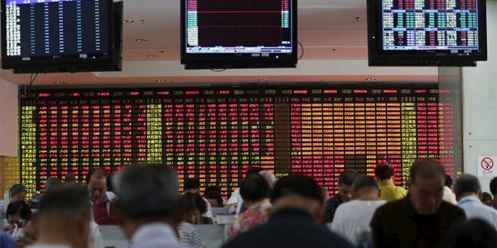 Crolla la borsa di Shangai, dopo l'annuncio che la Banca dei Brics concederà prestiti in yuan