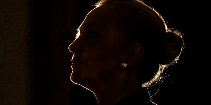 Assange: Hillary è un falco di guerra che si emoziona indecentemente ad uccidere le persone