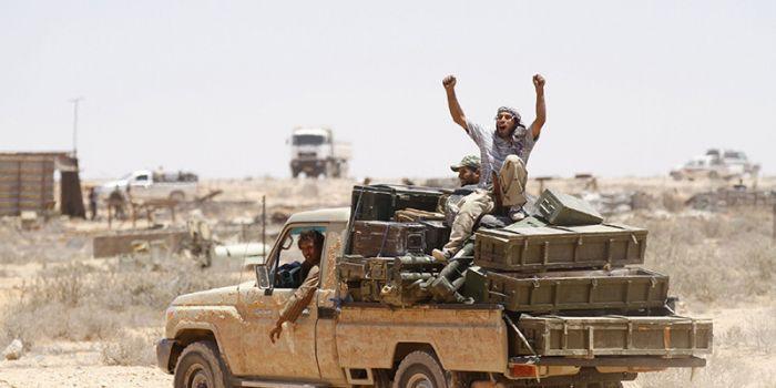 Trafficante di armi: Mi hanno usato come capro espiatorio nel caso della Libia per proteggere Hillary Clinton