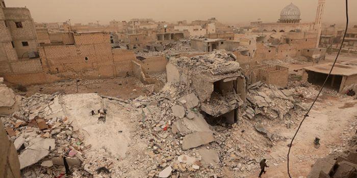 FOTO. Mosca mostra i resti di un missile Hellfire presso Al Jinah. Gli Usa spieghino il bombardamento sulla popolazione siriana