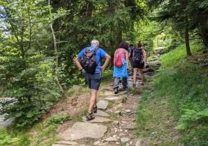 escursionisti sulla mulattiera