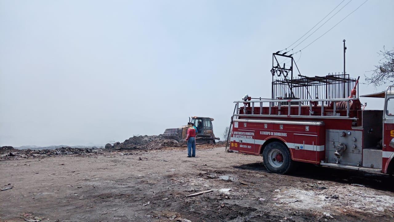 Combaten incendio en el basurero de Apatzingán