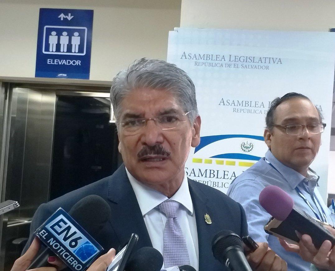 Fiscal General pide despojar de fuero a Norman Quijano