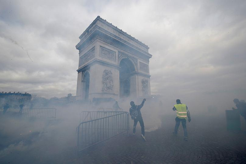 Incidentes y saqueos en nueva protesta de Chalecos Amarillos en Francia