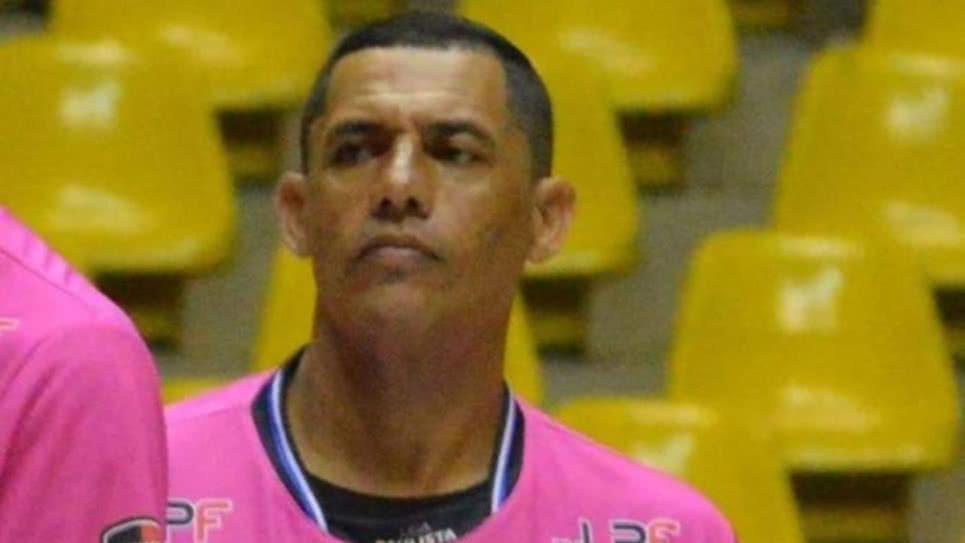 Árbitro muere tras sufrir un infarto en pleno partido — Brasil