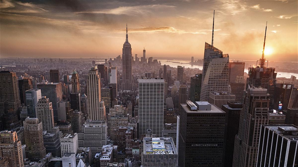 El centro de Nueva York sufre un apagón tras una posible explosión