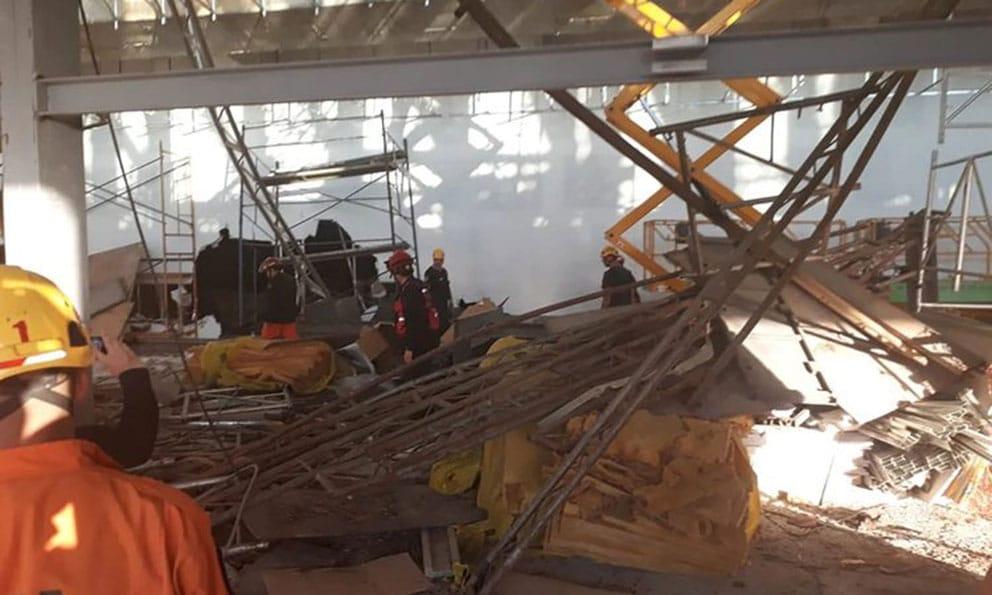 El momento del derrumbe en el aeropuerto de Ezeiza