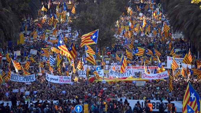 Marchan en Barcelona contra la independencia de Cataluña